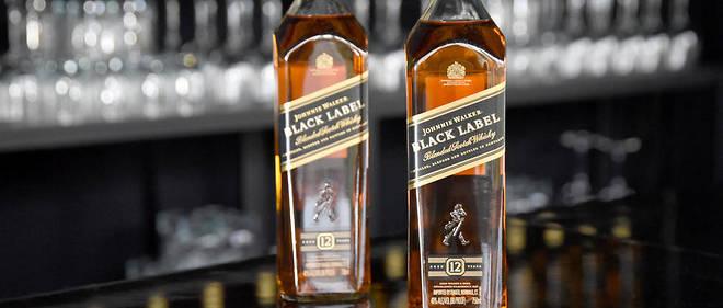 Une bouteille de whisky en papier
